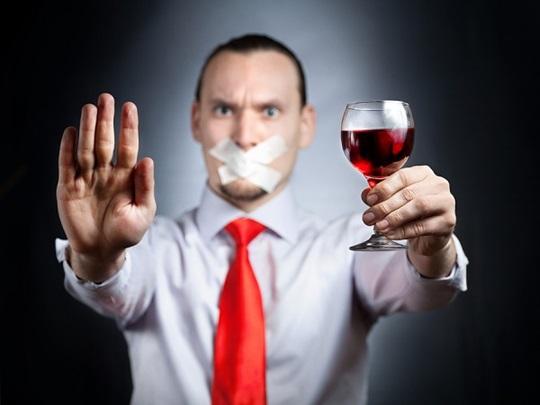 Как помочь пьющему человеку не пить. Как помочь близкому человеку бросить пить
